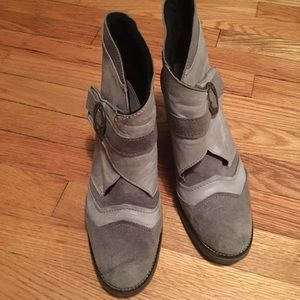 dromedaris gray leather ankle boots